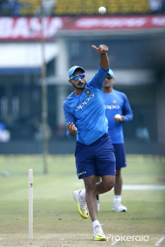 SA v IND 2018: Watch – Shreyas Iyer, Hardik Pandya, Jasprit Bumrah and Akshar Patel try their hands at wrist spin