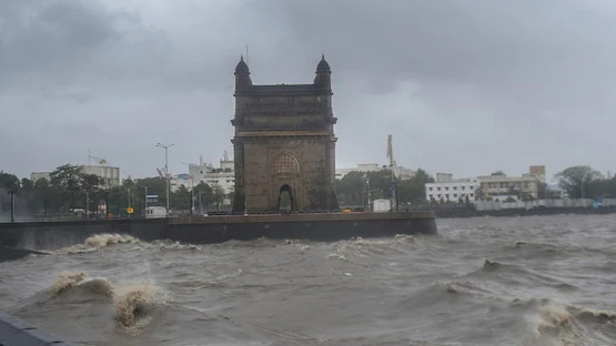 "WATCH- ""Stay indoors, Stay safe"" Mumbai Indians urge people to be careful as Cyclone Tauktae makes landfall"