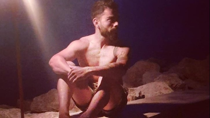 Virat Kohli goes shirtless on Twitter; hilarious replies follow