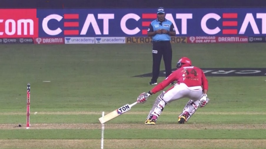 IPL 2020: WATCH- On-field umpire mistakenly calls short-run robbing KXIP of a win