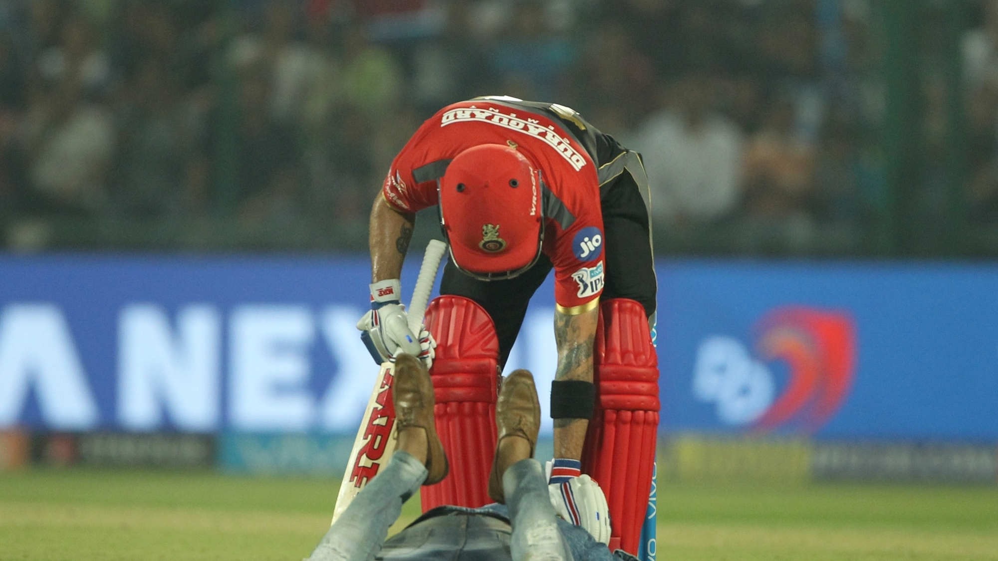IPL 2018: PICS – Fan touches Virat Kohli's feet mid match and takes a selfie too