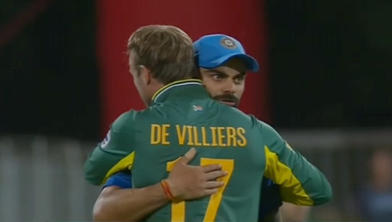 SA v IND 2018: AB de Villiers gives a warm hug to Virat Kohli after the sixth ODI in Centurion