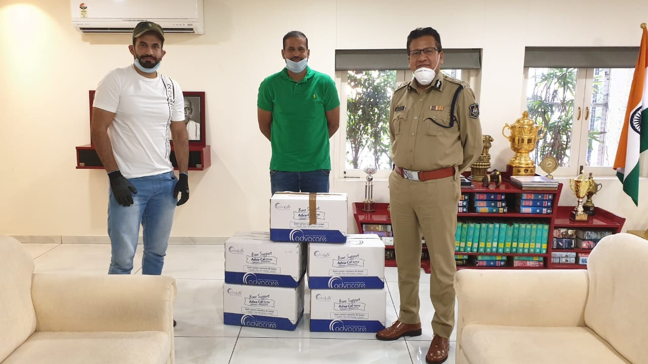 Pathan brothers donate Vitamin C tablets to Vadodara Police amid COVID-19 pandemic