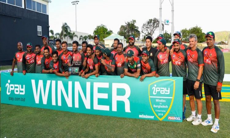 Bangladesh pose for a group photo after winning the series. (AFP)