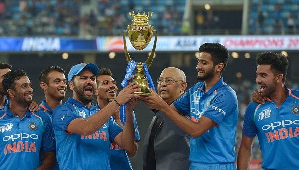 Khaleel Ahmed holding the Asia Cup 2018 trophy in the podium | Getty