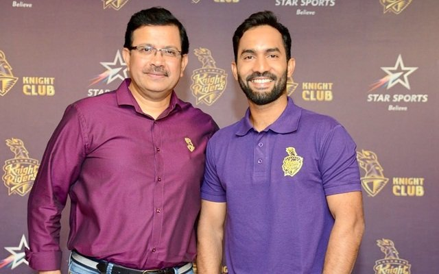 KKR CEO Venky Mysore and skipper Dinesh Karthik. (AFP)