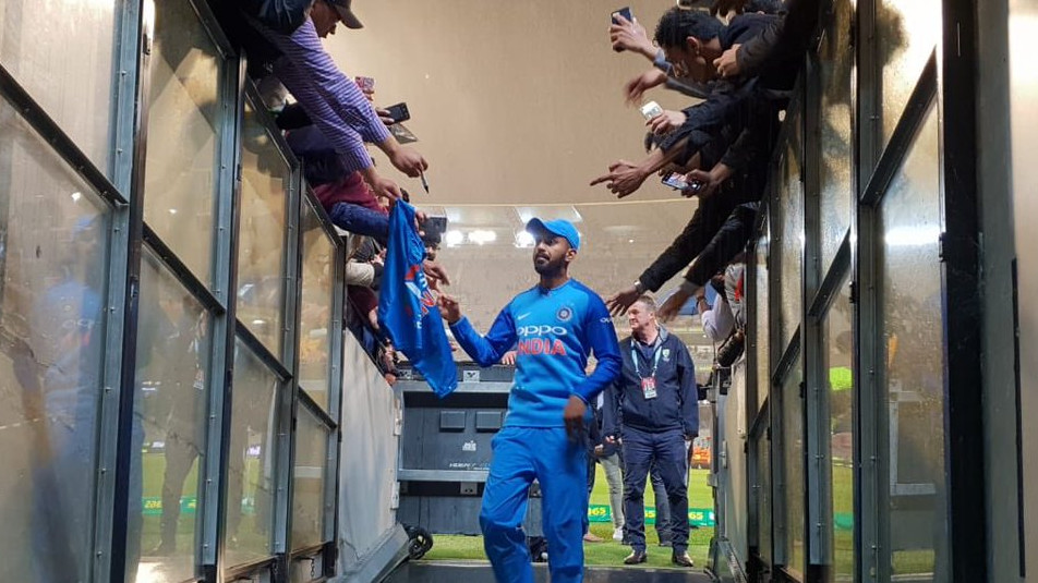AUS v IND 2018-19: WATCH – KL Rahul interacts with fans as rain washed out second T20I