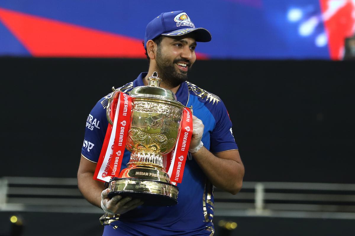 Rohit Sharma lifting the IPL 2020 trophy | IPL/BCCI
