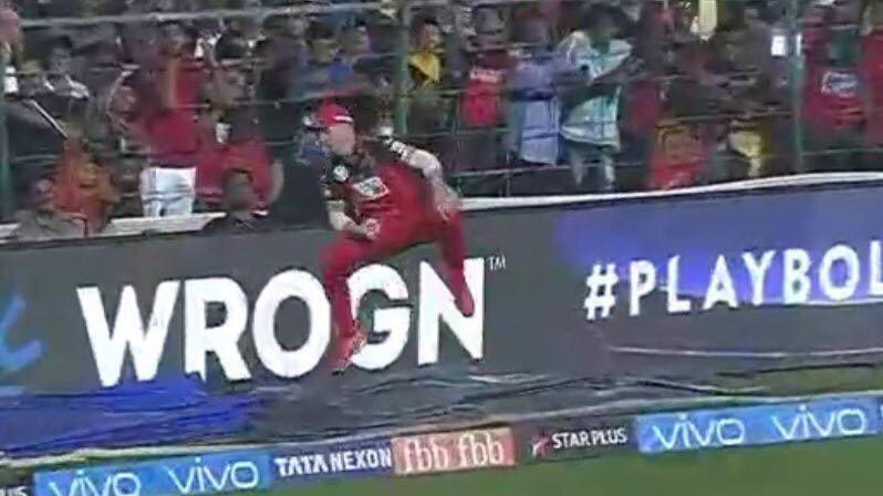 IPL 2018: RCB vs SRH: Watch: AB de Villiers plucks one out of thin air to dismiss Alex Hales