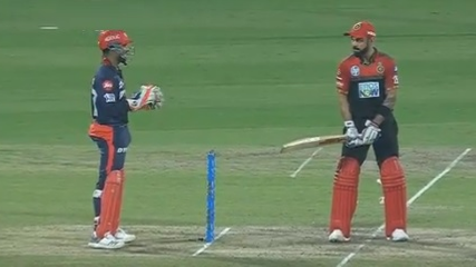 WATCH: Delhi boys Virat Kohli and Rishabh Pant have a funny stare down mid-match