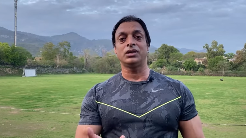 WATCH - Shoaib Akhtar extremely angry over 'Internet doctors' and Junk food