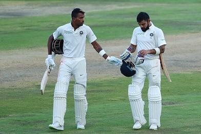 SA v IND 2018: Watch- Virat Kohli helping Hardik Pandya with Proteas bowlers' reverse swing
