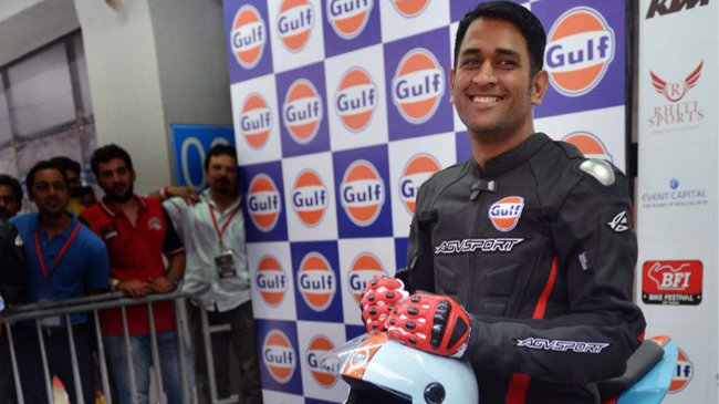 Watch – MS Dhoni makes a stunning entry on stage during an event