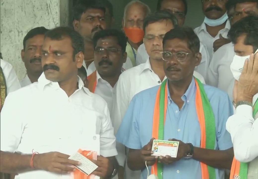 Laxman Sivaramakrishnan joins BJP | ANI Twitter