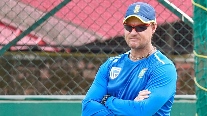 Lance Klusener suggests wax as a replacement for saliva to shine the ball