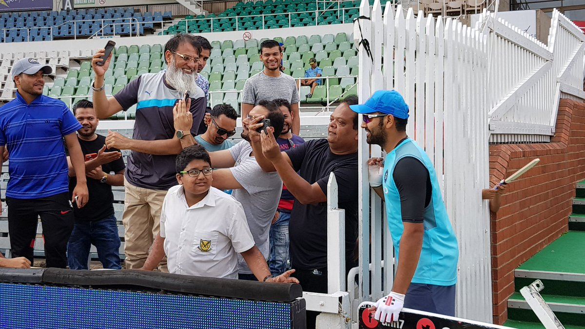 रोहित शर्मा ने डरबन में अपने प्रशंसकों के साथ बिताया कुछ किफायती समय