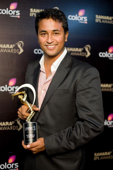 Pragyan Ojha with his best bowler award during IPL 2010 award ceremony | Getty