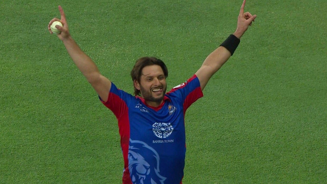 Watch: Shahid Afridi stunned fans with an 'ever young' catch