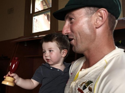 Shaun Marsh with son Austin at Sydney Dressing room | Getty Images