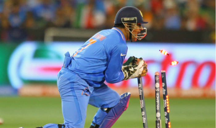 SA v IND 2018: Watch- Stump mic captures MS Dhoni helping bowlers get under the skin of SA batsmen
