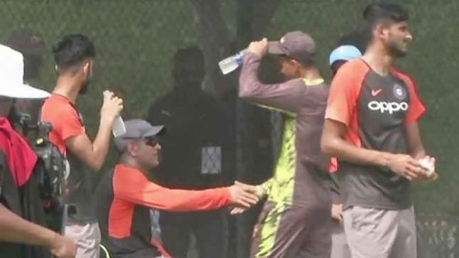 Asia Cup 2018: WATCH – MS Dhoni and Shoaib Malik share a chat during practice session
