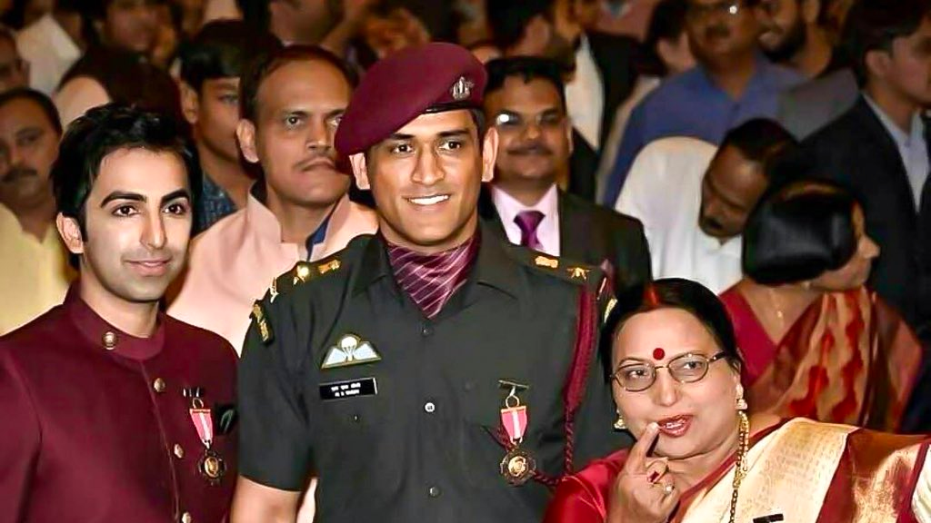 MS Dhoni receives Padma Bhushan award and fans couldn't hold in their excitement