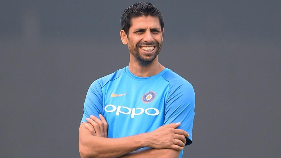 Ashish Nehra gave advice to each of the India fast bowlers | AFP