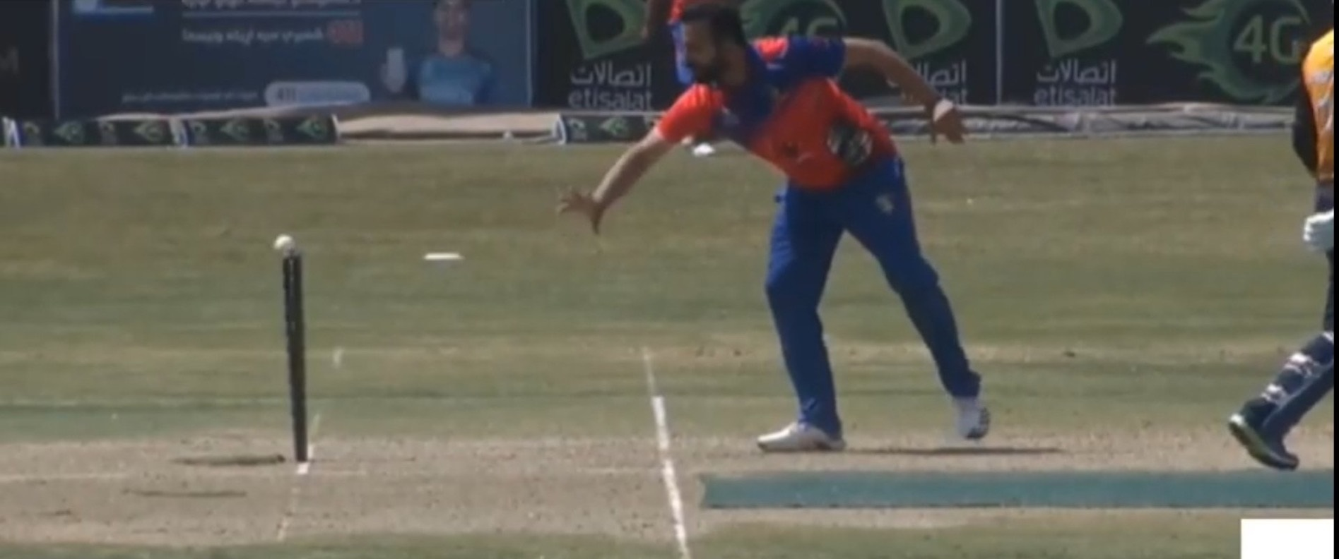 Dawlat Zadran runs out Noor Ali Zadran via mankading