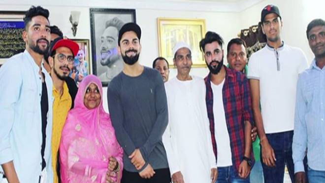 IPL 2018 : विराट कोहली और आरसीबी के अन्य खिलाड़ियों के घर पहुंचने के बाद मोहम्मद सिराज हुए भावुक