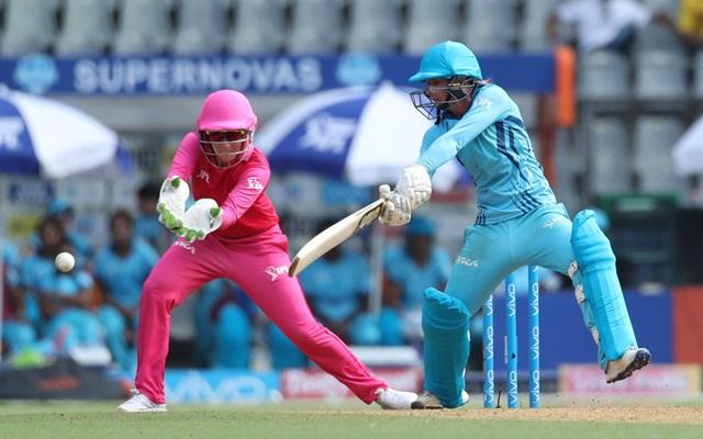 महिला क्रिकेटरों की प्रदर्शनी T20   twitter