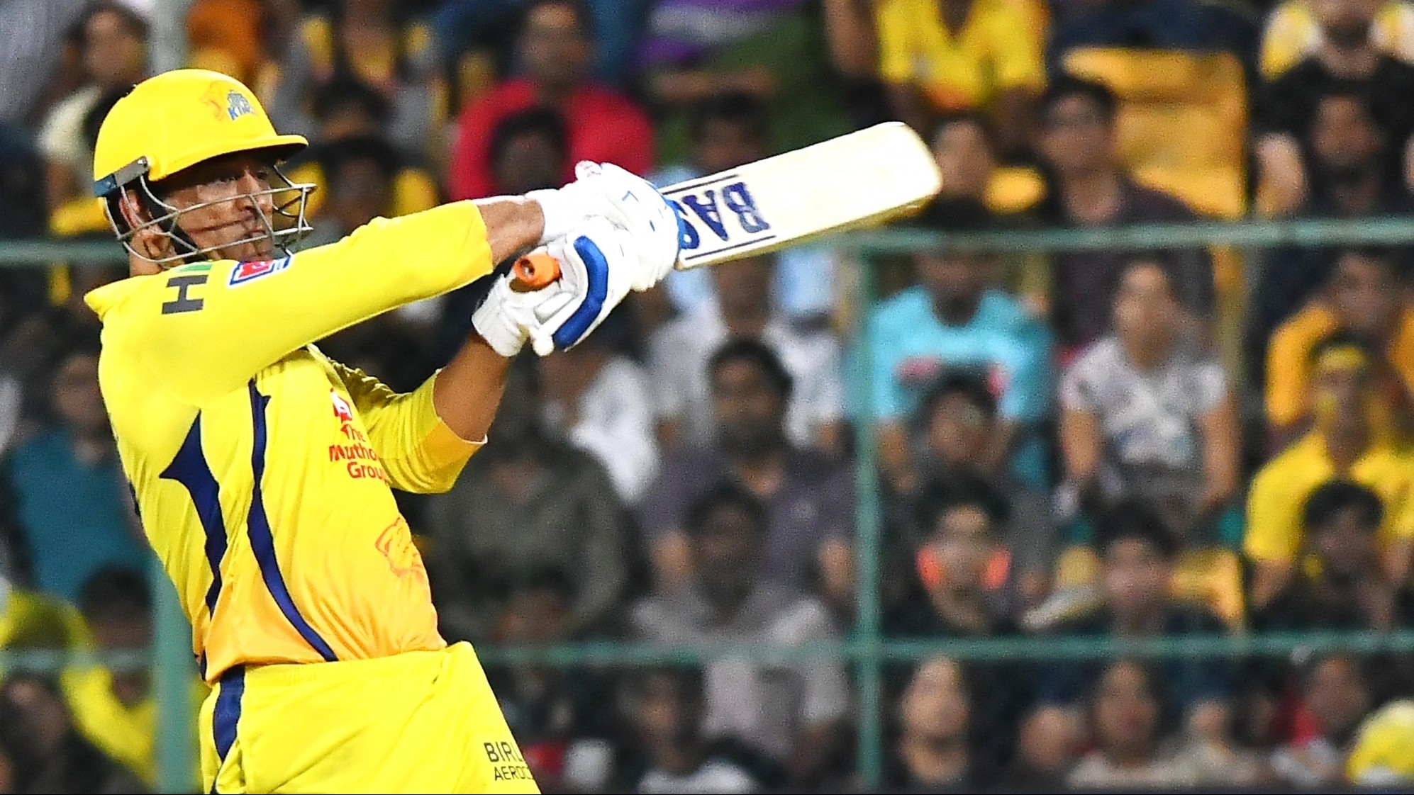 IPL 2019: Twitter calls for Dhoni to be made the PM of India after he almost pulls off a heist against RCB
