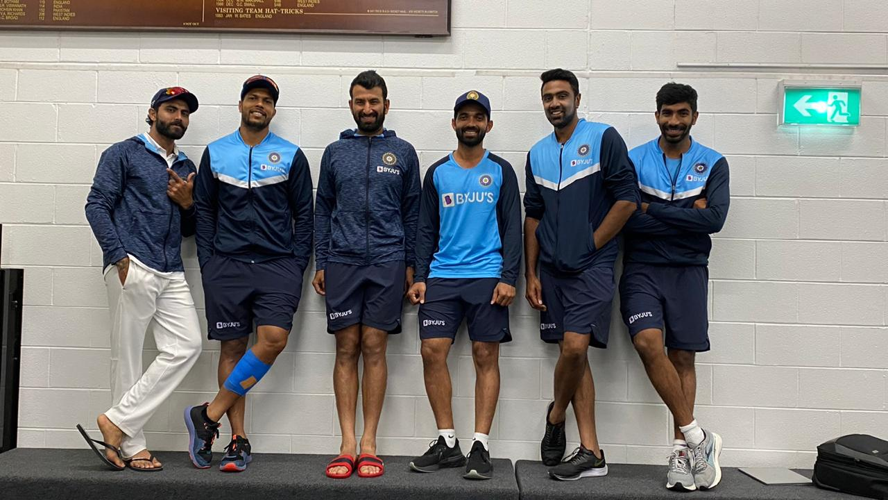 Pujara, Rahane, Jadeja, Umesh and Bumrah pose near MCG honors board after win in 2nd Test