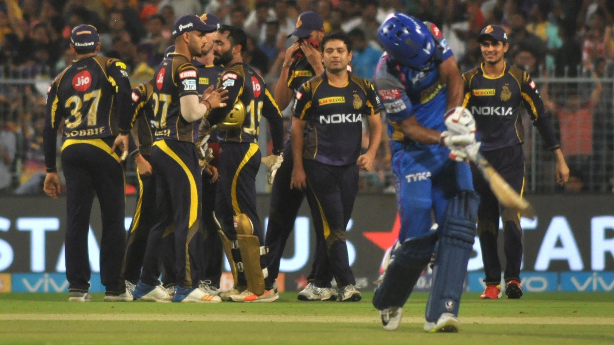 IPL 2018: Eliminator, KKR v RR – KKR beat RR by 25 runs as spinners strangulate RR batting to defend 169
