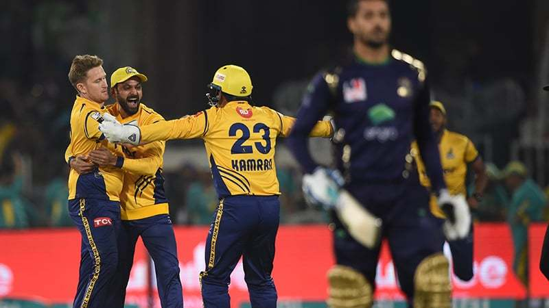 Watch - Sarfaraz Ahmed fumes as bizarre run out eliminates Quetta Gladiator from PSL 2018