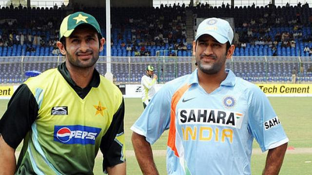 Shoaib Malik and MS Dhoni had a short chat during the practice sessions in Dubai