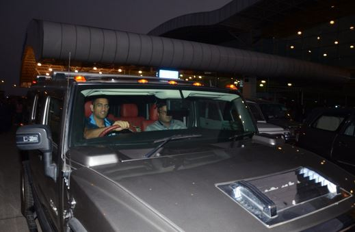 MS Dhoni in his Hummer