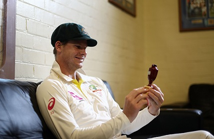Steve Smith with the Urn | Getty Images