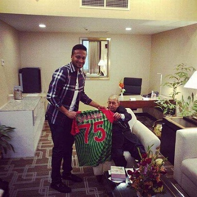 Shakib Al Hasan's fan moment when he met Pranab Mukherjee