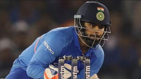 रिषभ पंत के कोच ने कहा महेंद्र सिंह धोनी से भी छूटे है कैच