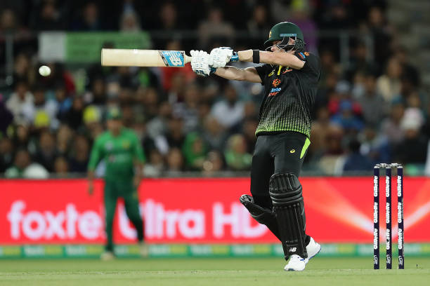 Steve Smith's 80* runs knock powered Australia to a 7 wickets win over Pakistan in the second T20I. (photo - getty)