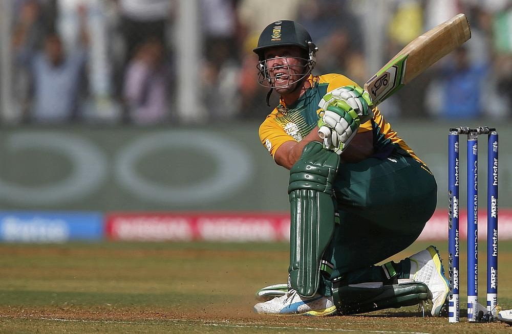 SA v IND 2018: Watch- AB de Villiers practicing with Tennis racquet ahead of 5th ODI