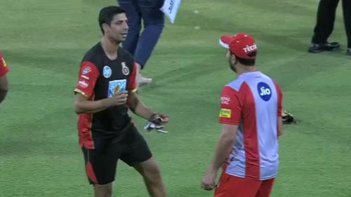 WATCH: Two old friends Yuvraj Singh and Ashish Nehra dances together