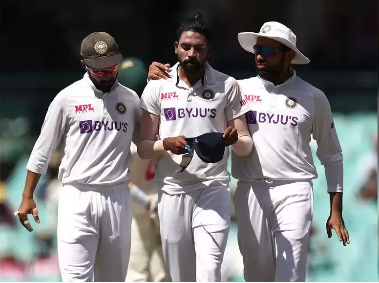 Siraj being comforted by captain Rahane and vice-captain Rohit Sharma | Getty