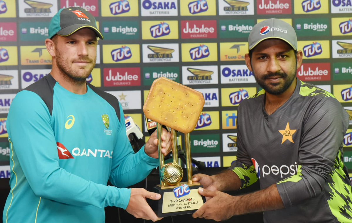 Sarfaraz Ahmed and Aaron Finch unveiling the T20I series trophy (Pic. source: PCB/Twitter)