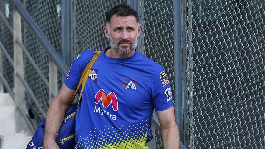 Michael Hussey returns to Australia after recovering from COVID-19