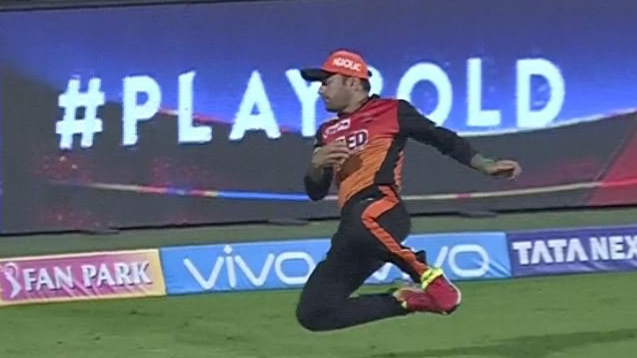 IPL 2018: Watch – Rashid Khan's one handed stunner leaves both RCB and SRH fans in awe and shock