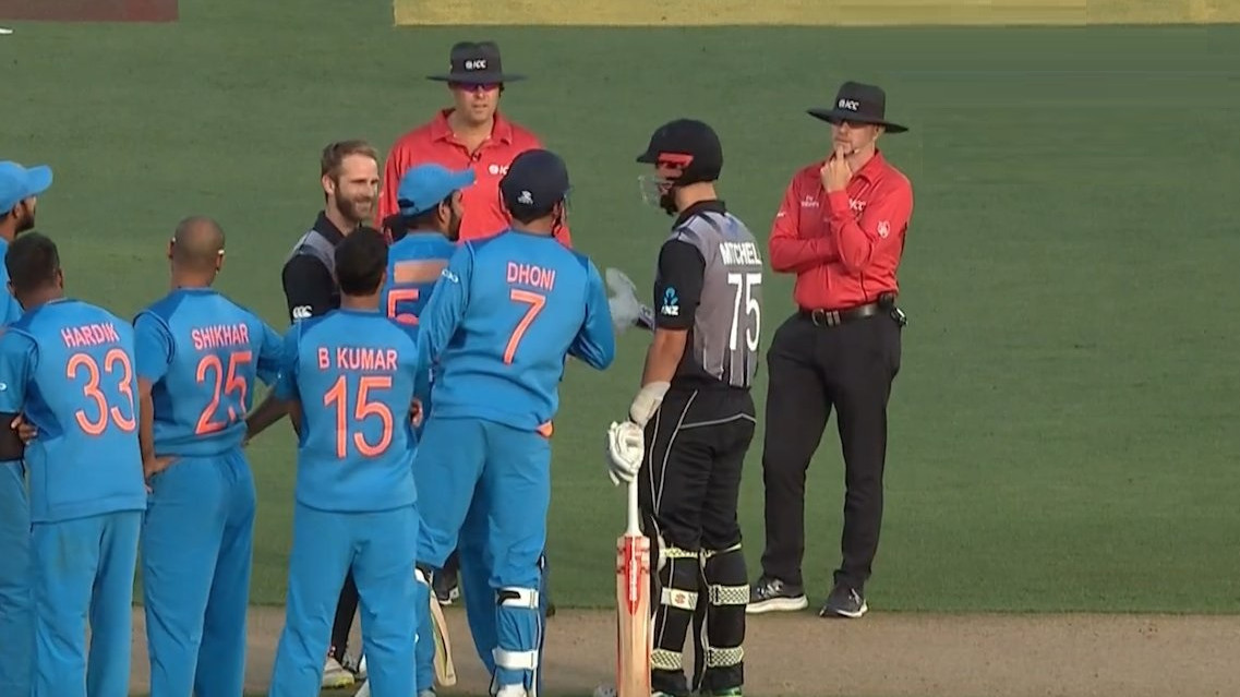 NZ v IND 2019: WATCH- Umpires goof up an easy decision, Twitter says 'Ask MS Dhoni'