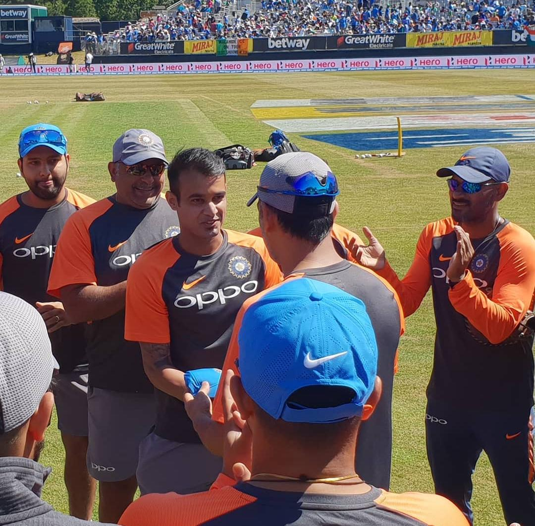 Siddharth Kaul received his maiden India cap from MS Dhoni | Twitter