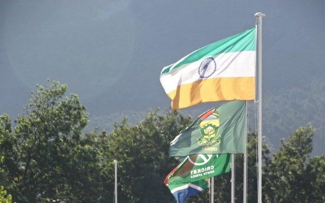 भारत और दक्षिण अफ्रीका के बीच मौजूदा सीरीज में न्यूलैंड्स में भारतीय ध्वज उल्टा फहराया गया