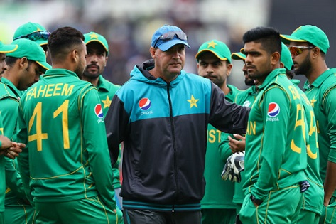 Mickey Arthur with Pakistan Team | Getty Images
